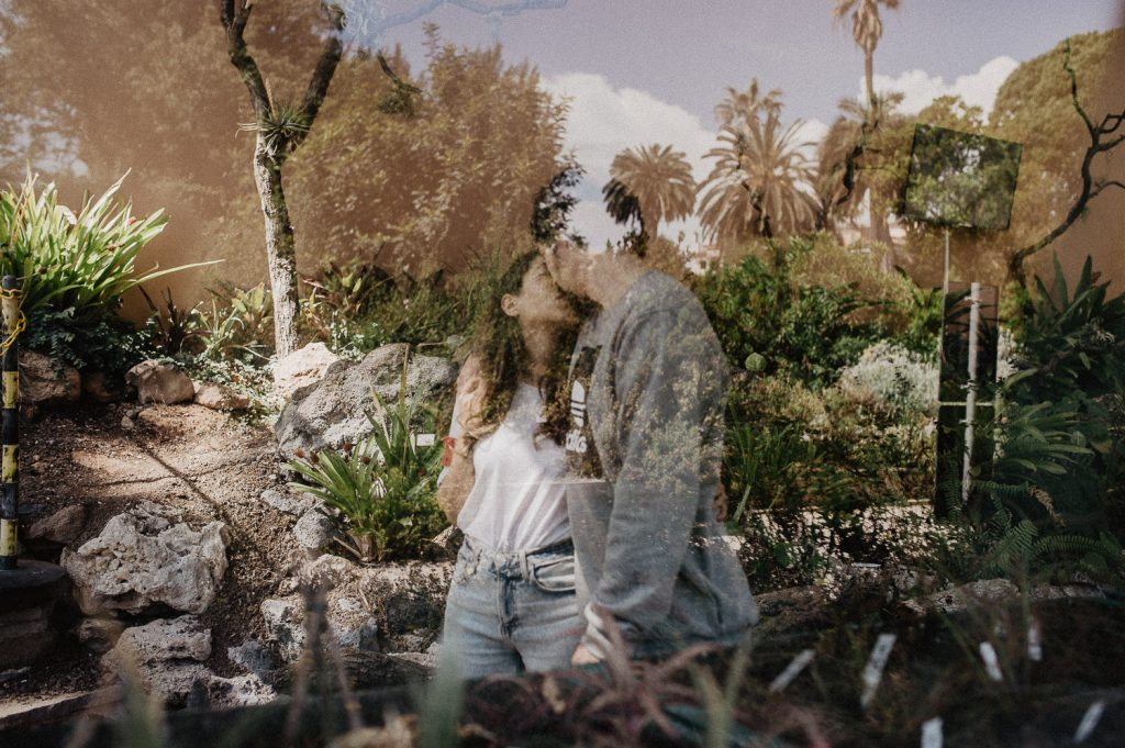 photo shoot for a couple inside a greenhouse in Rome