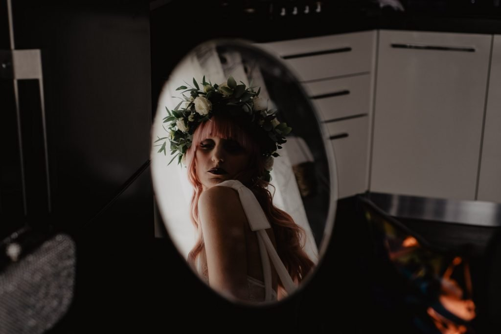 close-up in the bride face mirror with flower crown