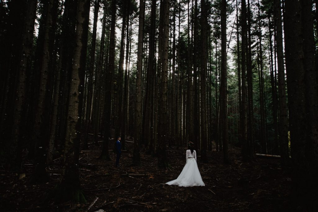 wood elopement photographer Italy